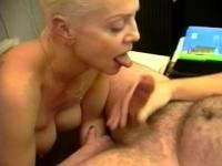 Mature woman definitely knows how to suck a cock - Telsev