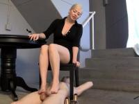 Under her beautiful feet footjob!!