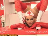 Flexible chica médica en Gymrotic (HD)