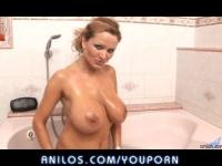 Bigtit milf Sharon Pink takes a bath with her toy